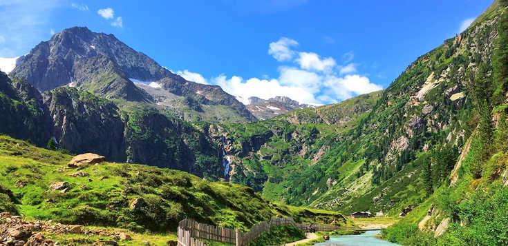 Klassische Bilderbuchlandschaft in Tirol - das Stubaital