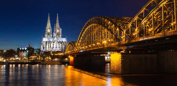 Domstadt Köln - Silvester auf dem Rhein