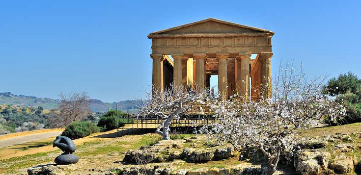 Siziliens Täler der Mandelblüte