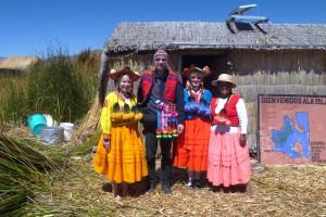 Gäste in der Tracht der Uros