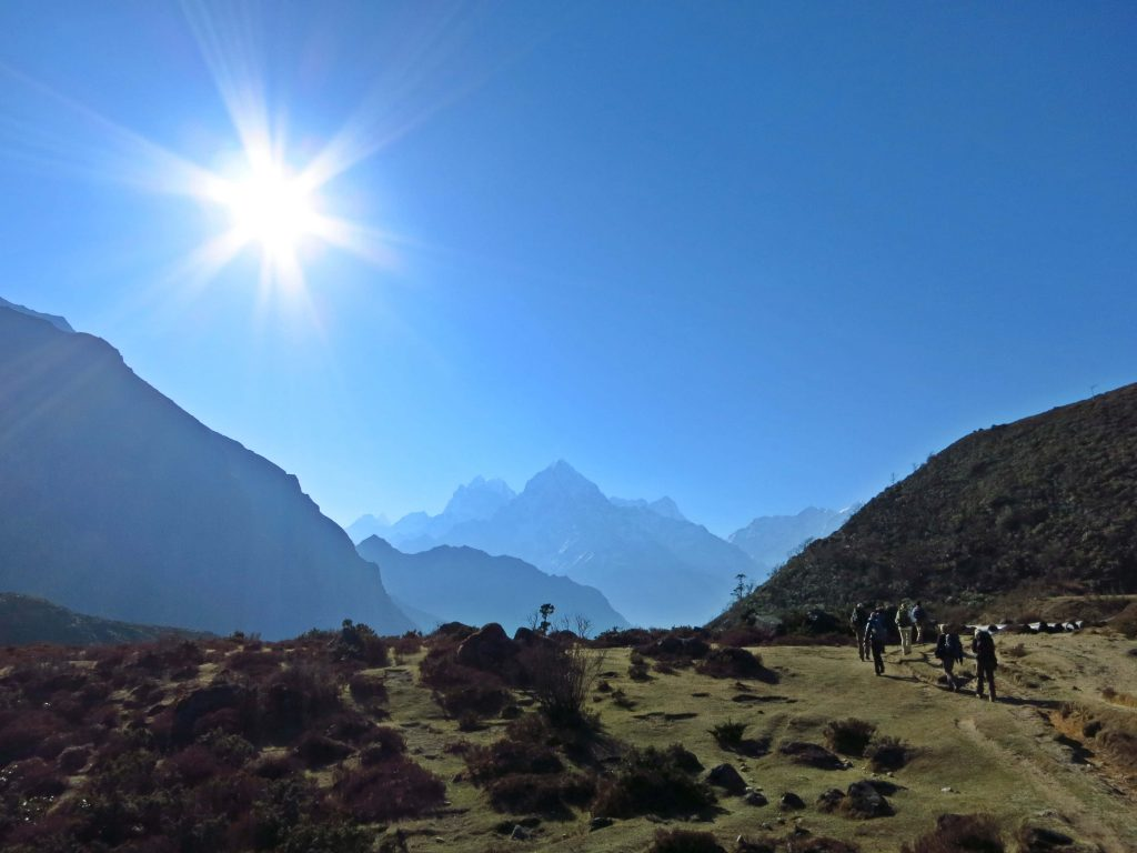 In aller Frühe geht es los von Thame (3900m) nach Kongde (4250m).