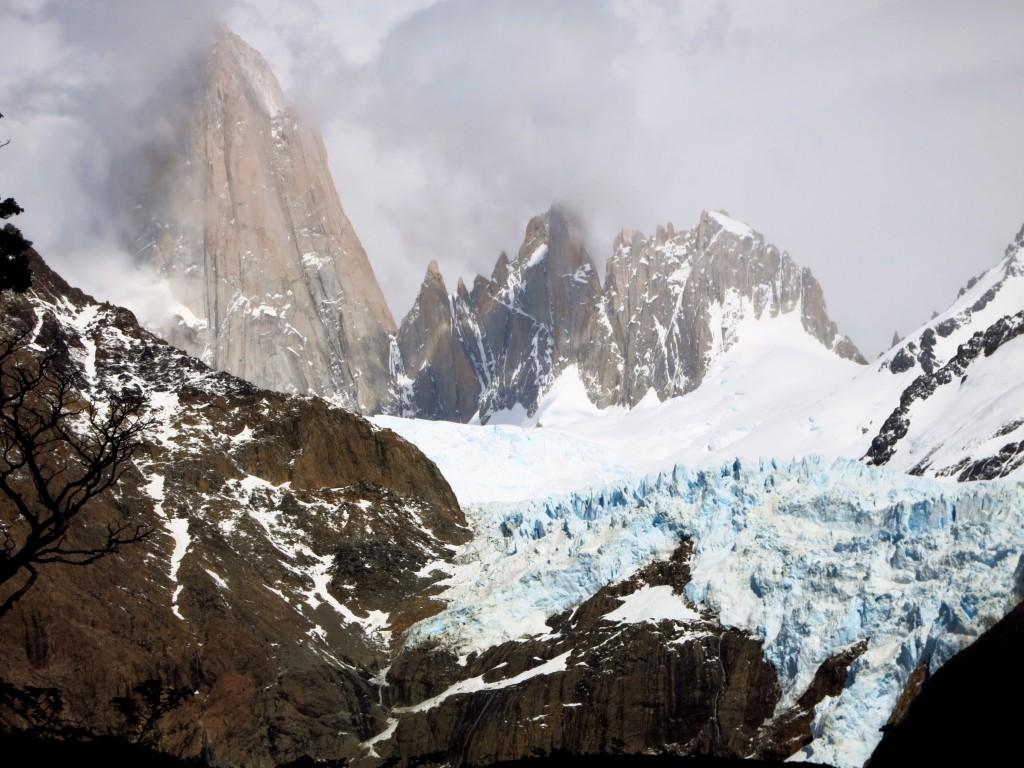 Der Piedra Blanca Gletscher am Fuße des Fitz Roy.