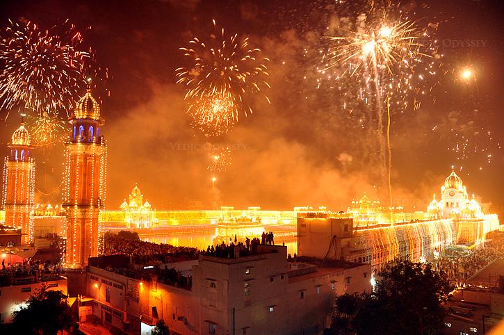 oftmals wird in den Städten & Dörfern Diwali mit einem bombastischen Feuerwerk gefeiert.