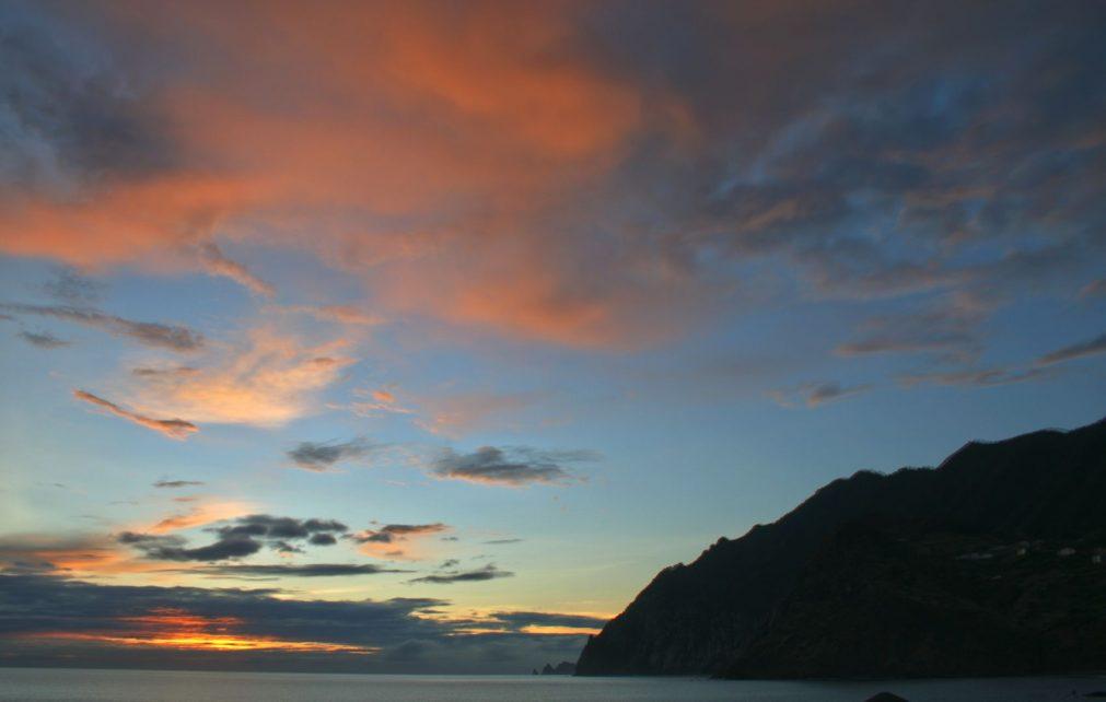 Sonnenaufgang in Port da Cruz