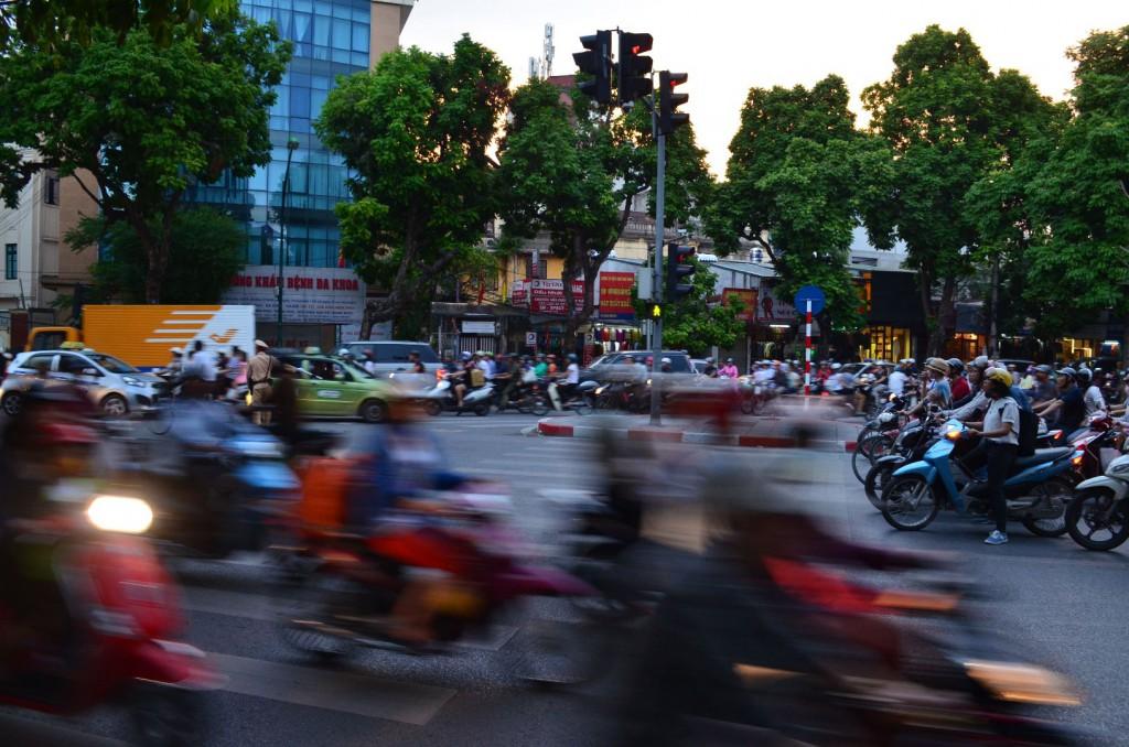 Rasanter Verkehr in Hanoi