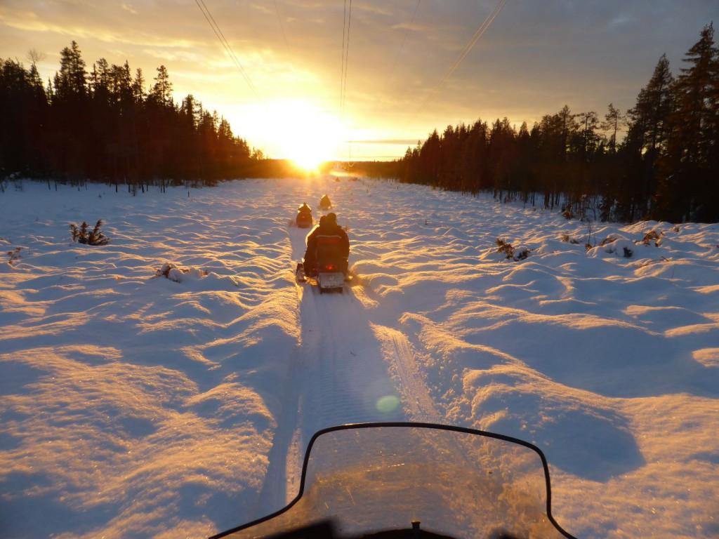 Unterwegs mit dem Schneemobil