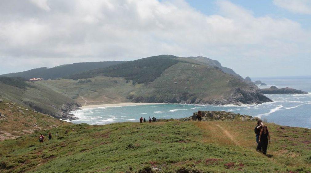 Blick von Castrominán auf das Kap Finisterre - © Asociación O Camiño dos Faros