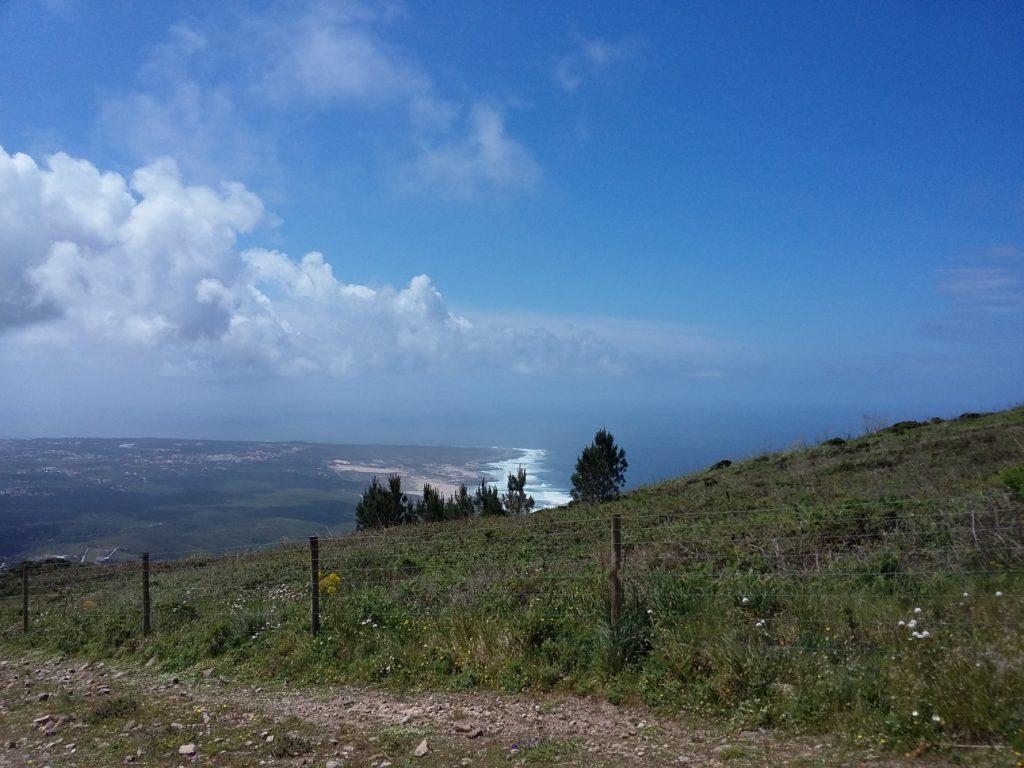 Küstenpanorama auf der Wanderung nach Azóia