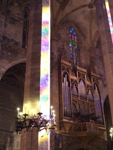 Lichtspiele-in-der-Kathedrale-von-Palma