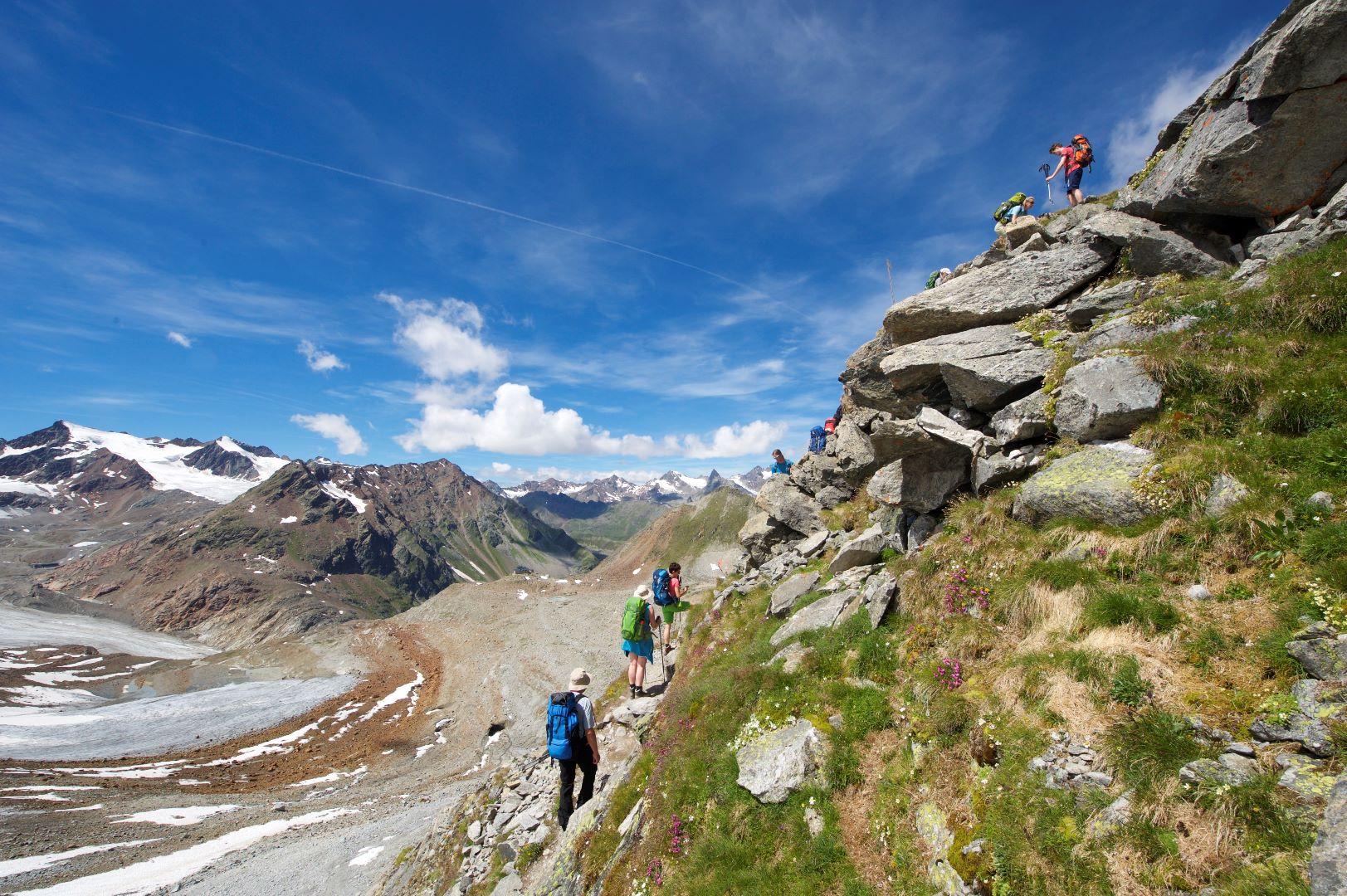 Mit Erholungs- bzw. Gipfeltagen über die Alpen wandern