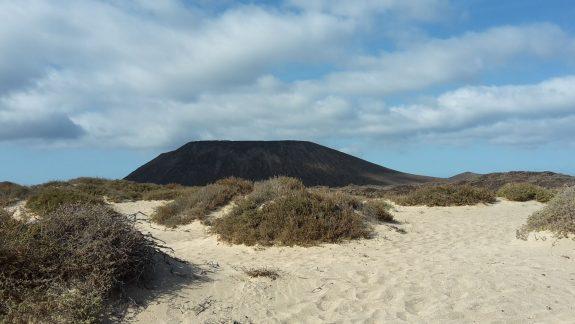 Caldera und Strand auf Los Lobos