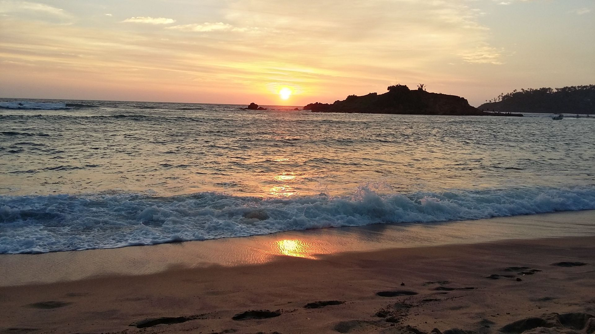 Sonnenuntergang am Strand von Mirissa