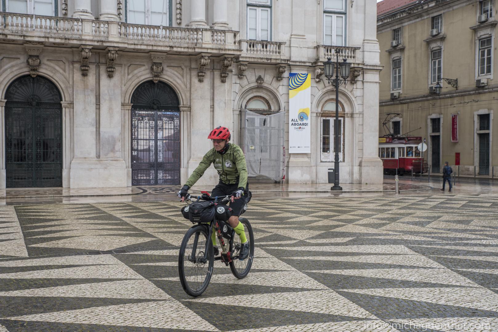 Guido auf dem Praáa do Municipio in Lissabon