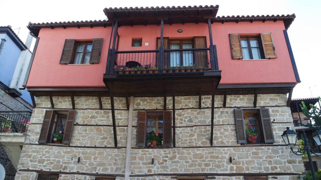 Hübsche Architektur in Arnea