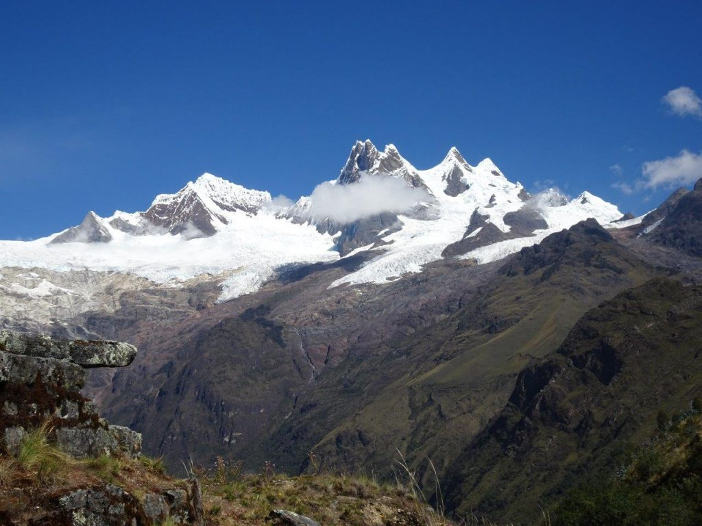 Die Gebirgskette Cordillera Blanca in Peru