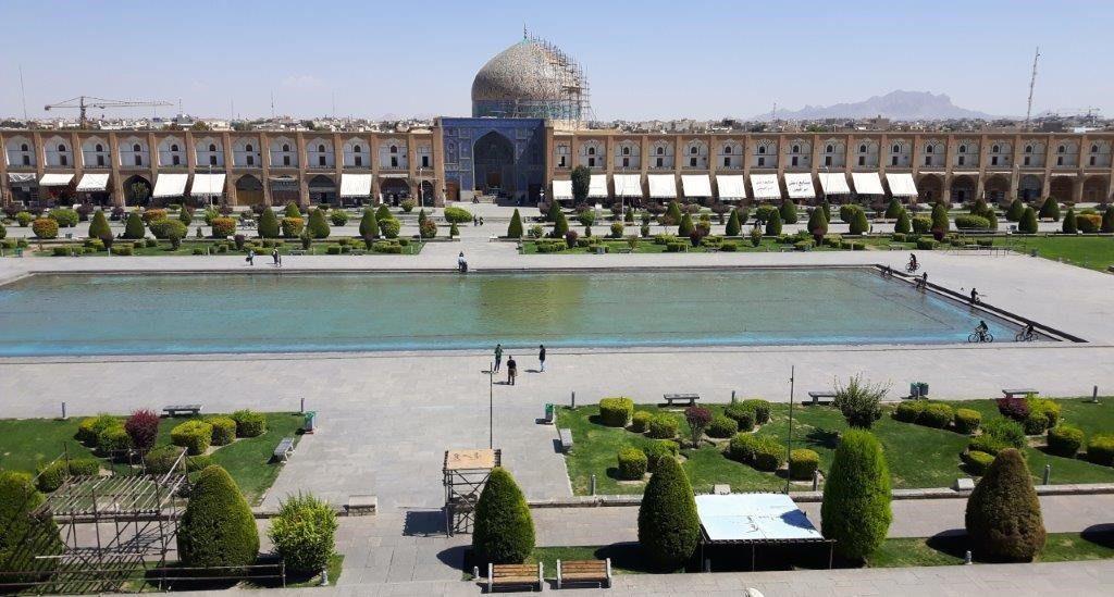 Kultureller Höhen- und Schlusspunkt der Reise: Isfahan mit dem riesigen Imam-Platz.
