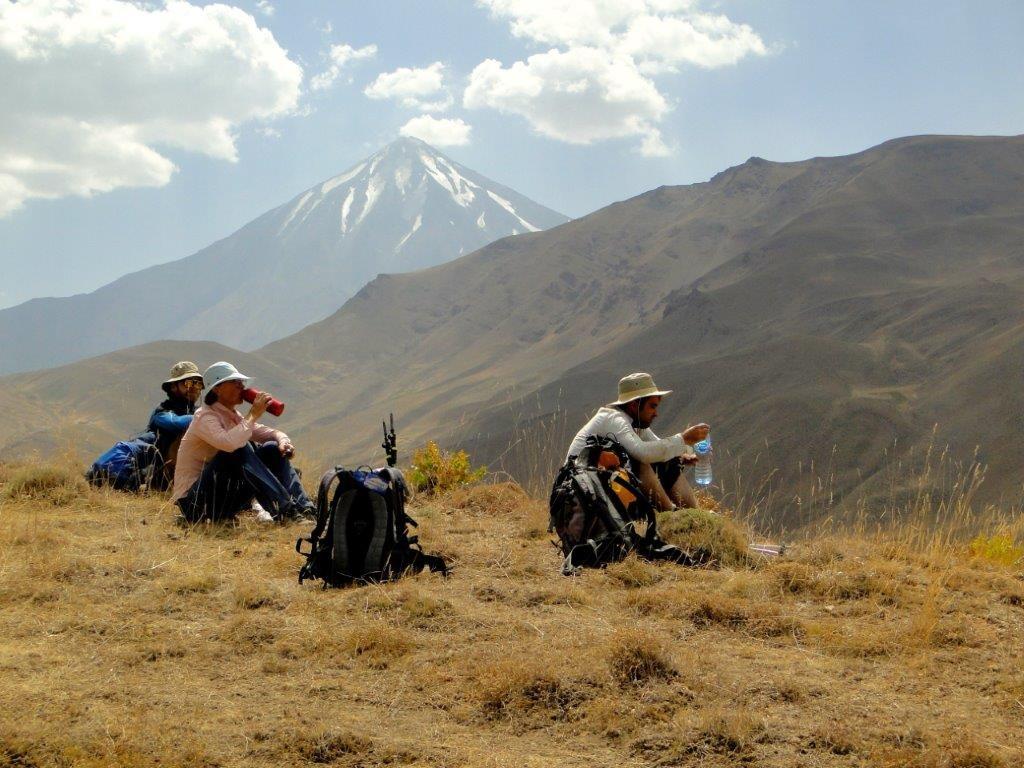 Wanderung mit Blick auf den Damawand (5610m)