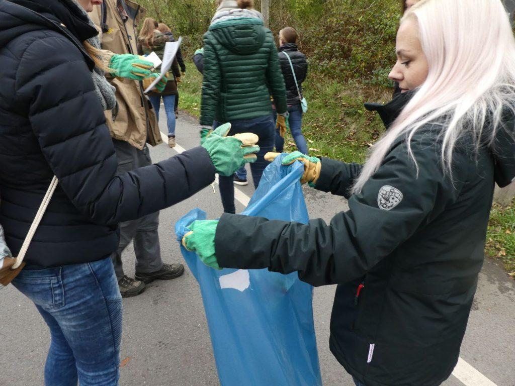 Die Azubis geben dem Müll keine Chance!