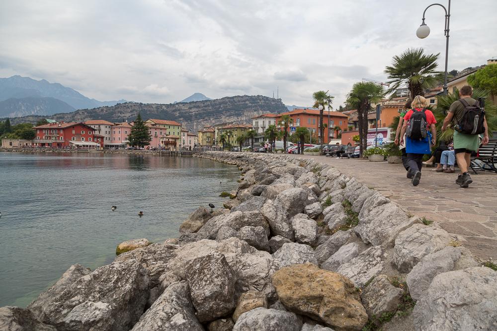Am Ziel ihrer beschwerlichen Reise: In Torbole werden die venezianischen Schiffe wieder aufgebaut