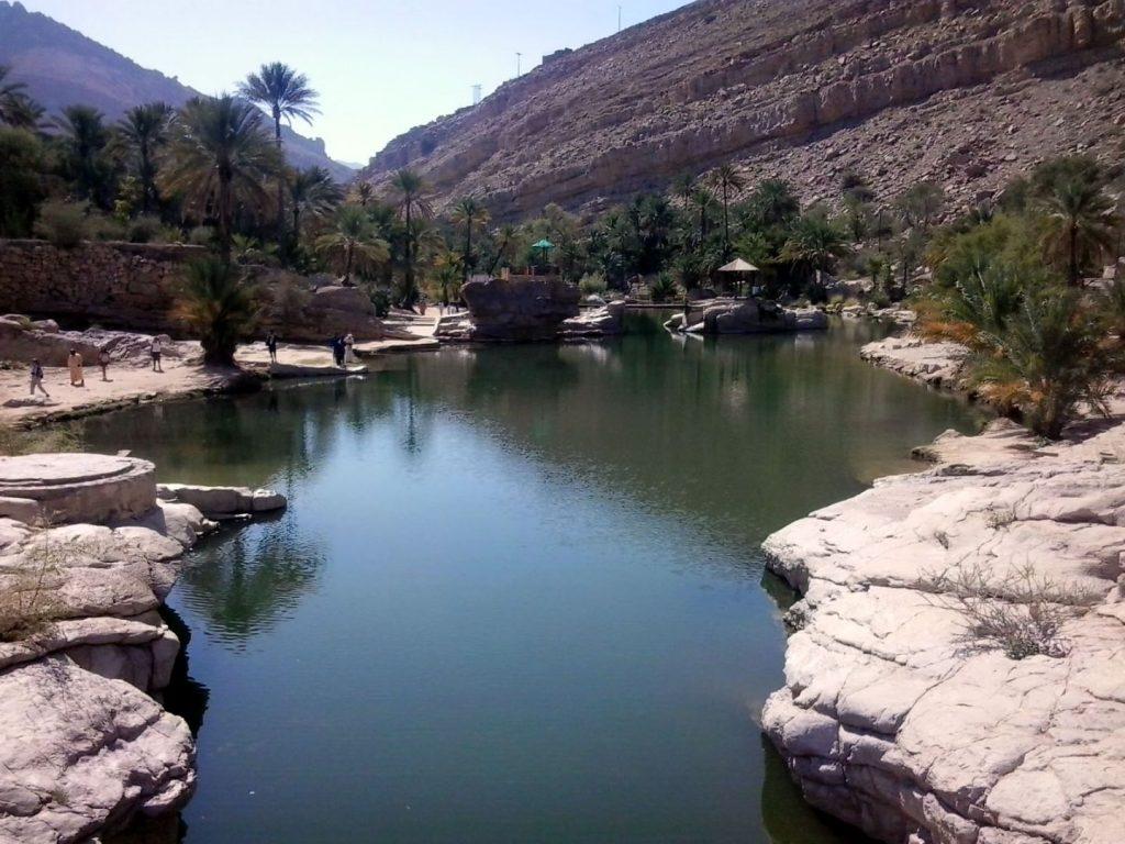 Wadi in Oman mit 28 Grad warmen Wasser - geschwommen wird 10 min. entfernt