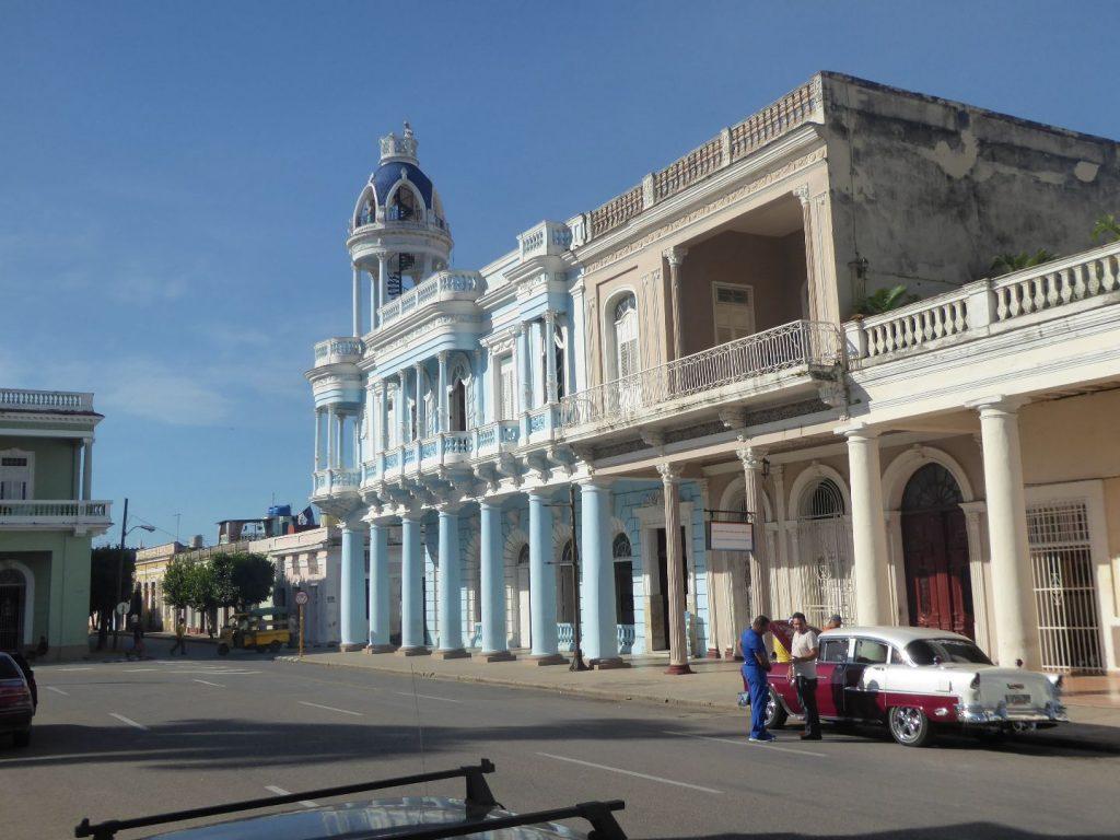 Wohin in Kuba: Cienfuegos Hauptplatz