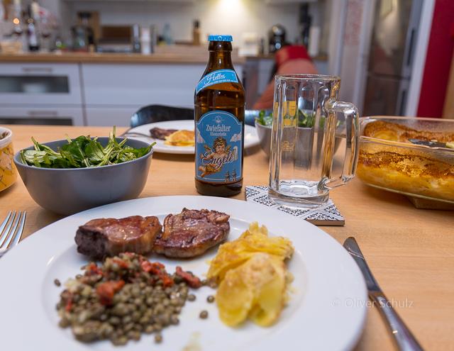 """Fertig: Linsensalat geht als Zwischenmalzeit auch ohne""""Beilagen"""" aber besser ist mit Kartoffeln, Lamm und Bier!"""