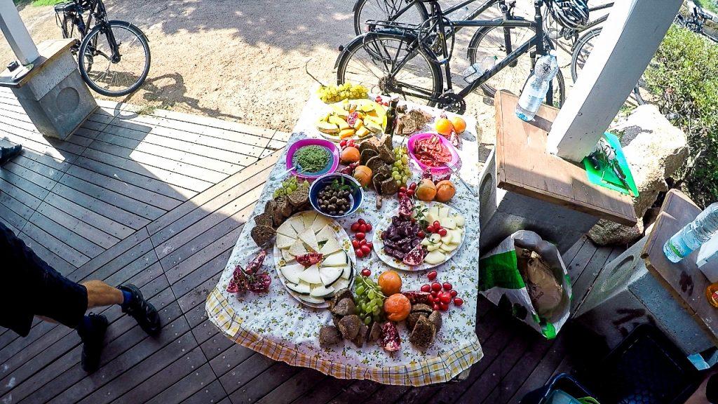 Wichtig bei der Aktivreise auf Sardinien: Landestypisches Picknick