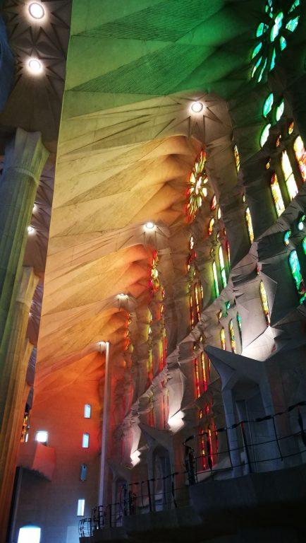 Farbenspiel im Inneren der Kathedrale