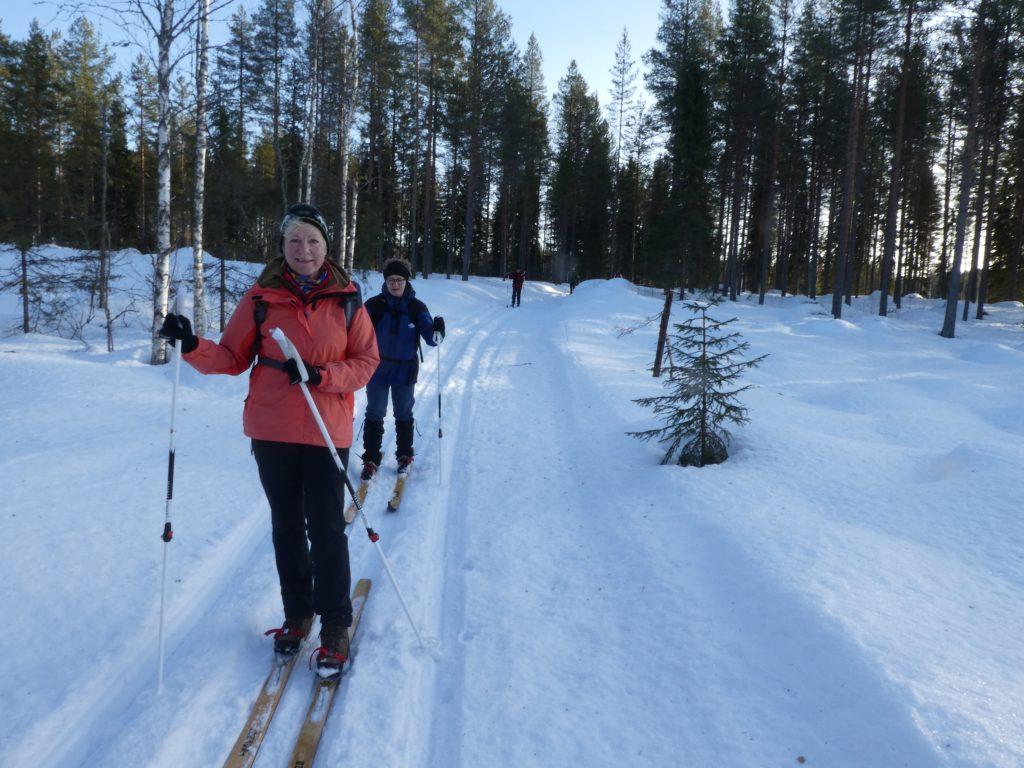 Auf Sami-Langlaufskiern durch Schweden im Winter