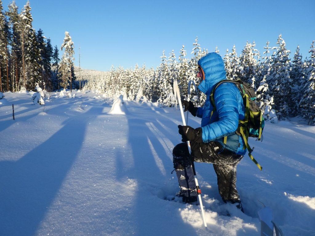 Unterwegs im Schnee in Schweden im Winter