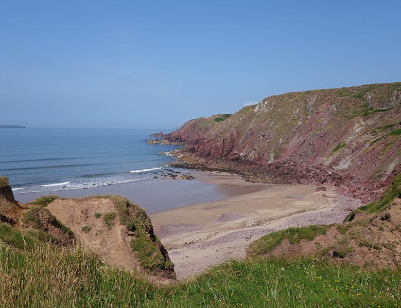 Einsamer Badestrand an der walisischen Küste