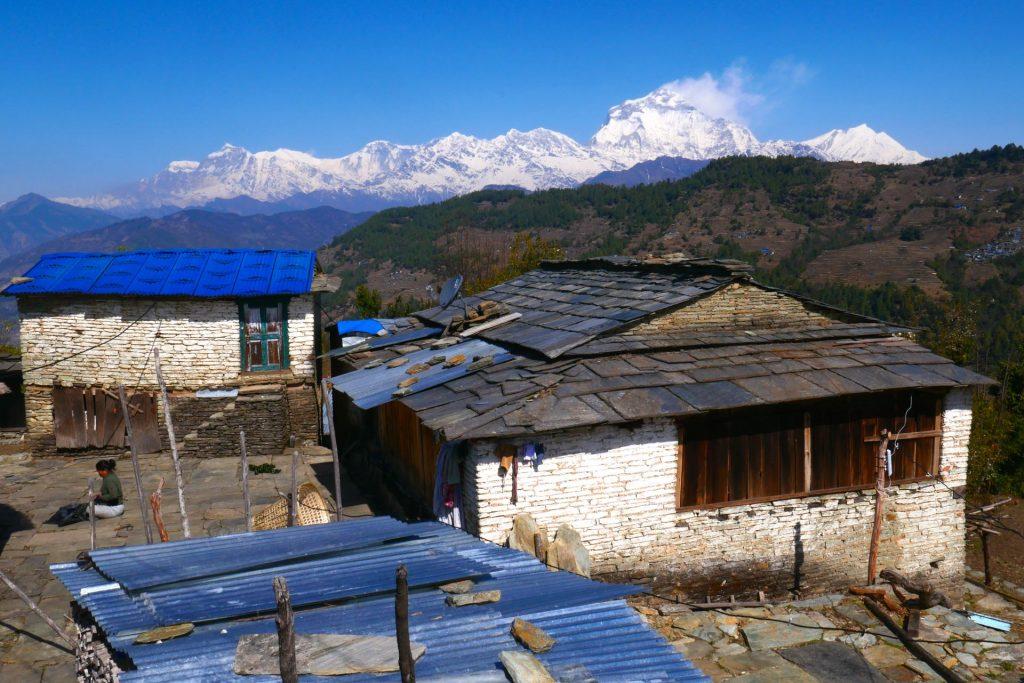 Das Dorf Nangi mit Dhaulagiri-Blick