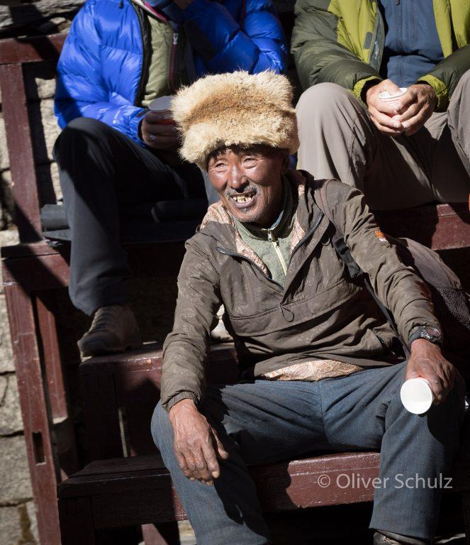 Von weit entfernten Dörfern kommen die Zuschauer