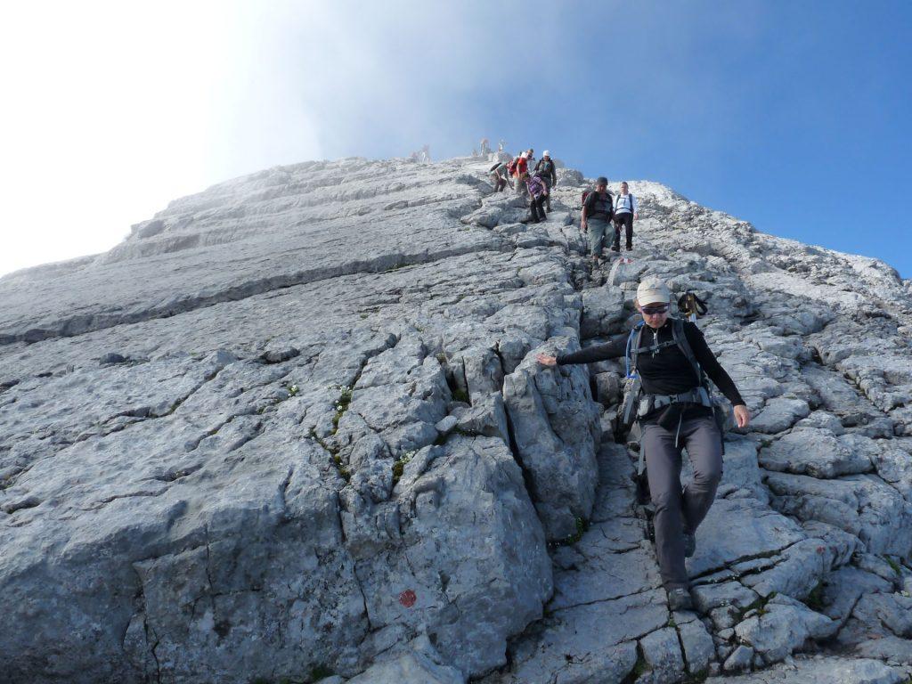 Ein sicherer Abstieg: Körperschwerpunkt über den Schuhspitzen.
